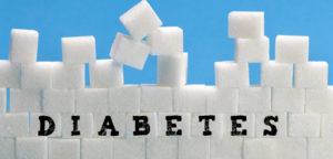 Des morceaux de sucres rangés avec des lettres formant diabète